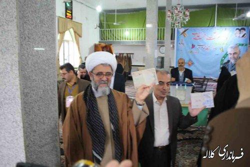 فرماندار و امام جمعه کلاله رای خود را به صندوق انداختند