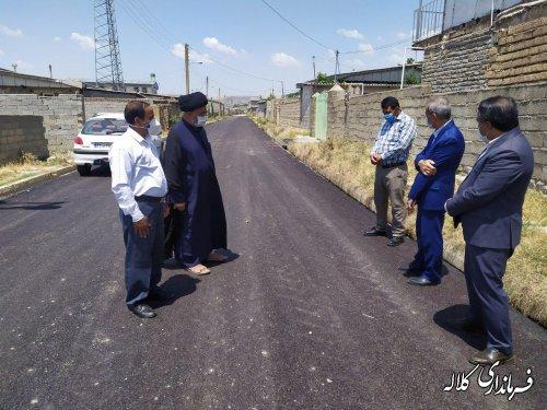 بازدید فرماندار کلاله از روند اجرای آسفالت روستای کاظم خوجه